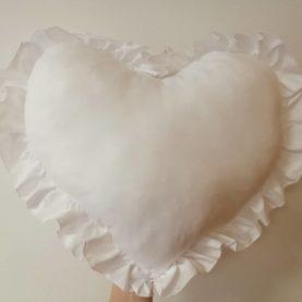 ukrasni jastuk srce bijelo